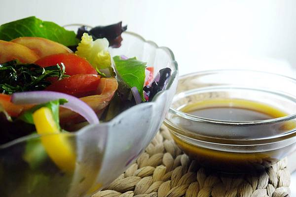 【Bambino蔬菜篇】伴隨著午後陣雨彩虹般的「鮮疏油醋沙拉」