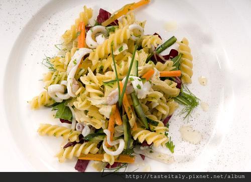 鮮蔬透抽螺旋麵沙拉