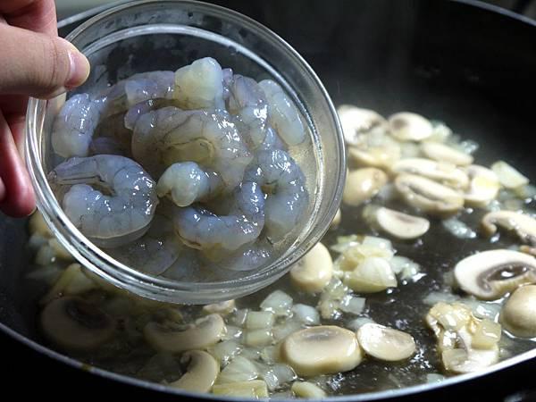 【Bambino義大利麵篇】簡單美味的~「奶油鮮蝦螺旋麵」