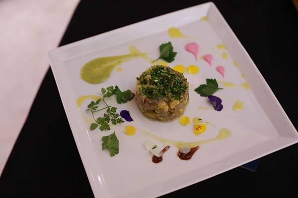 落合 務-鮪魚酪梨沙拉