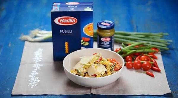 Fusilli Pasta Salad with Pesto, Chicken & Tomatoes