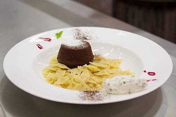 甜蜜的蝴蝶麵(Pasta dolce, dolce pasta with farfalle Barilla)  From Chef Giovanna Marson