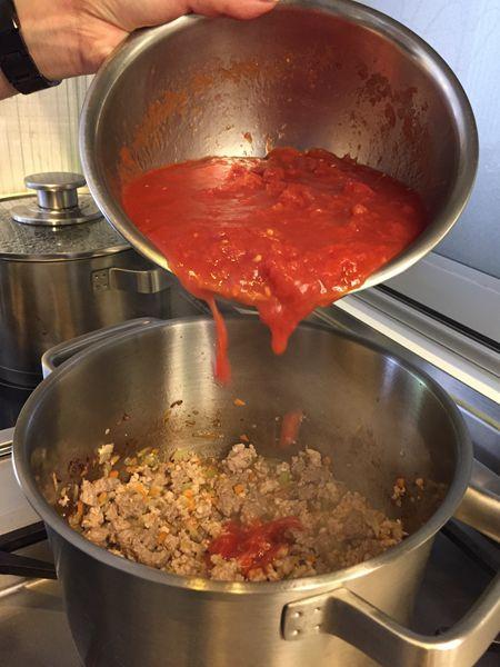 手工寬扁麵佐蕃茄肉醬