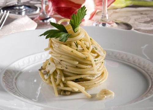 橄欖蒜味鯷魚義大利麵
