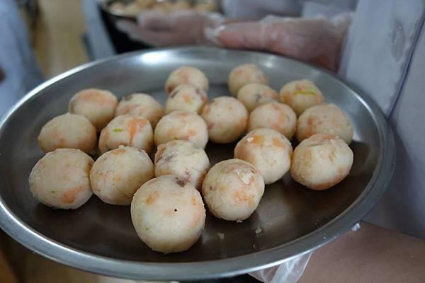 燻鮭魚馬鈴薯沙拉佐紅椒風味美奶滋