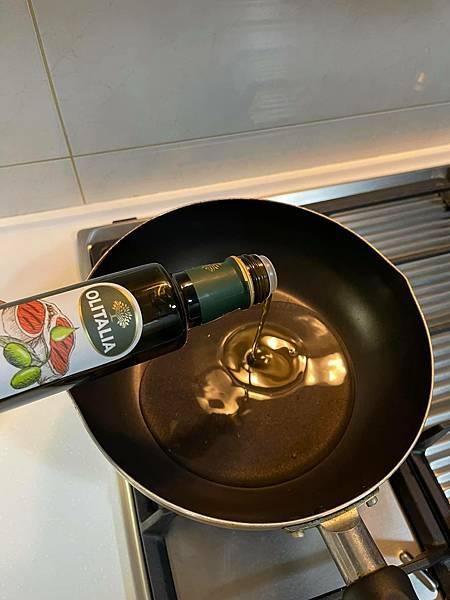 米嬤『煎香腸』好吃的秘訣~油水煎煮法