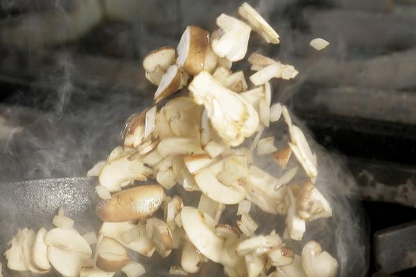 黑菌蘑菇義大利麵02.jpg