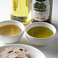 綠色的_特級冷壓橄欖油.jpg
