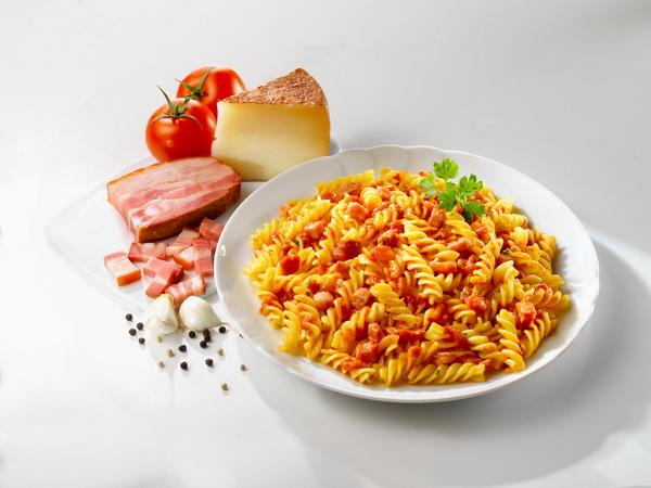 培根起司紅醬義大利麵.jpg