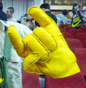 黃手套.jpg