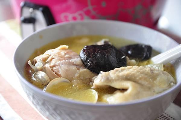 蒜頭香菇雞湯 1