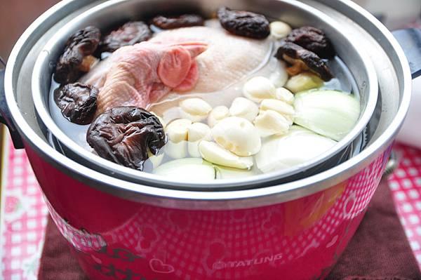 蒜頭香菇雞湯 3