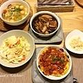 綜合豆腐湯、梅干控肉、清炒高麗菜、蕃茄蛋、台式泡菜