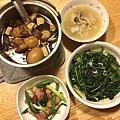 清炒地瓜葉、蒜炒三層肉、蘿蔔雞湯、台式五香滷肉鍋