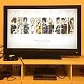 用家裡的大螢幕開檔案,感覺還挺像電玩遊戲畫面.. 話說.....他本來就是電玩遊戲嘛 XD