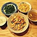 清炒A菜、洋蔥炒蛋、蔥爆雞片、蘿蔔菇湯。