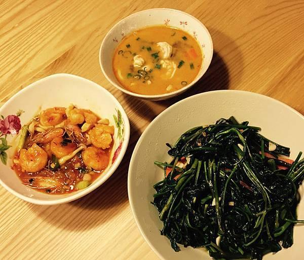 泰式蝦料理!! 泰式酸辣湯 + 泰式酸甜蝦 + 蒜炒空心菜~