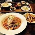爾洛馬:蕃茄辣味鮮蝦義大利麵、手切薯條