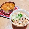 晚餐:蝦仁油蔥擔擔麵、蕃茄蕈菇海鮮湯。