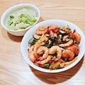 午餐:杏鮑菇紅燒蝦、蒜頭清炒萵苣