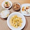阿乃私廚: 其實是今天的早餐,嘗試了新菜色,金沙美人腿~~~ 地瓜稀飯、荷包蛋、滷桂竹筍、豆腐