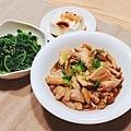 阿乃私廚:今天主餐料理是蘑菇三杯雞! 麻油馬齒莧、有機嫩豆腐,其實還有為兒子煮的水煮蛋及汆燙大陸妹