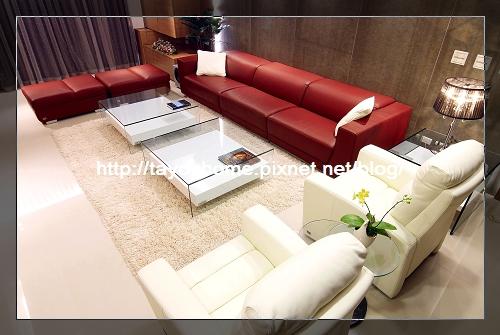 客廳沙發全景.jpg
