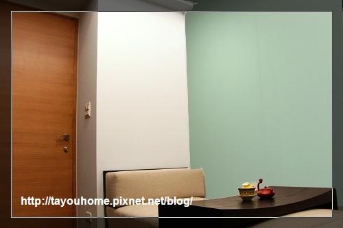 書房牆壁加白玻p.jpg