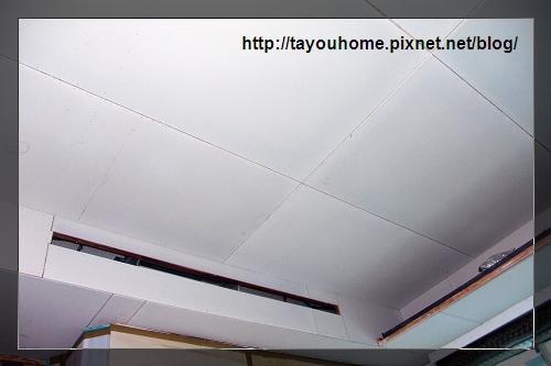哥哥房天花板半完工2.jpg