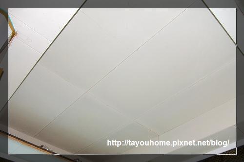 哥哥房天花板半完工1.jpg