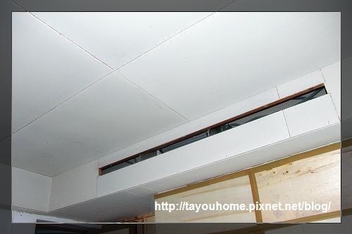 哥哥房天花板半完工3.jpg