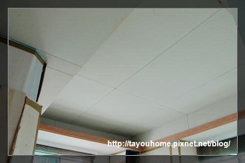 哥哥房天花板全完工1.jpg