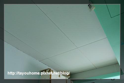 弟弟房天花板完工1.jpg