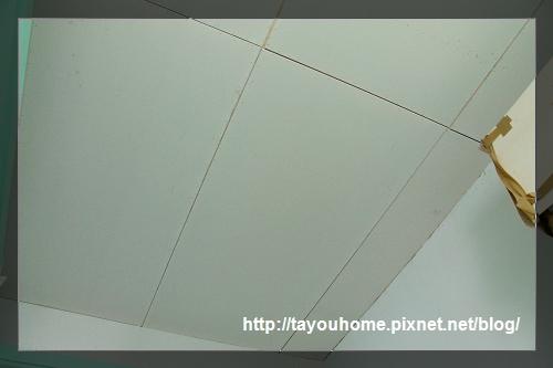 弟弟房天花板完工2.jpg