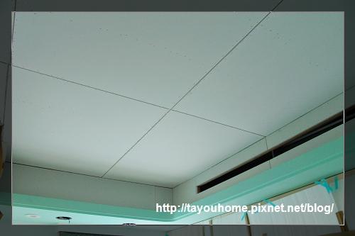 弟弟房天花板完工3.jpg