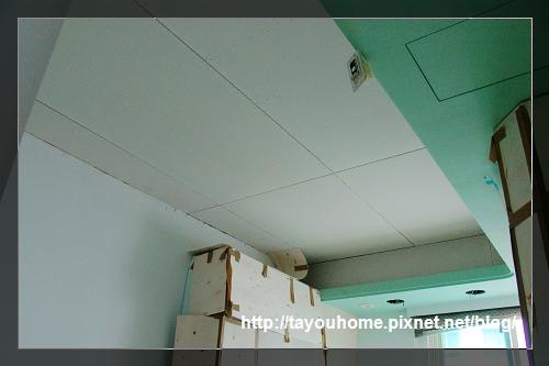 弟弟房天花板完工4.jpg