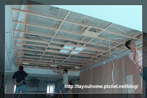 客廳天花板施工中1.jpg