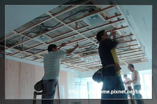 客廳天花板施工中2.jpg