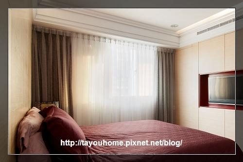房間裝完窗簾.jpg