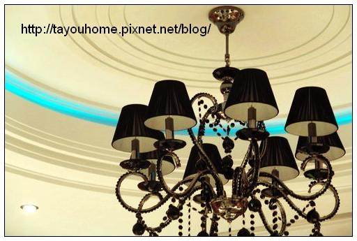 餐吊燈特寫藍光.jpg