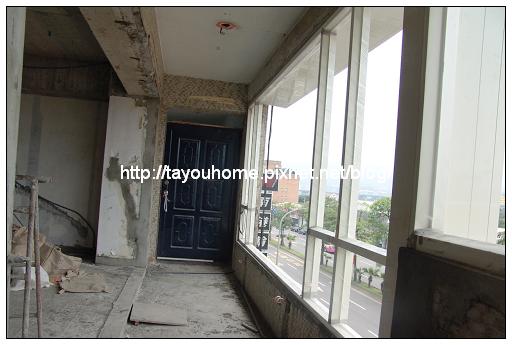 前陽台窗戶.jpg