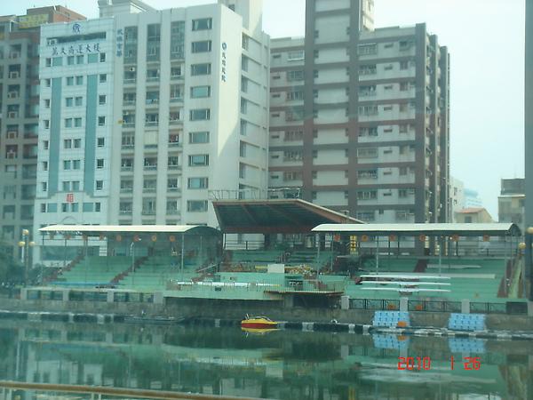 台南古运河边的大楼.JPG