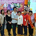 理事長 江秘書與優質保母教具得獎人合照