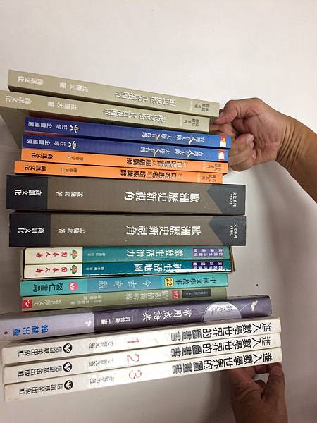 1130青年書櫃-本月更換新書.jpg