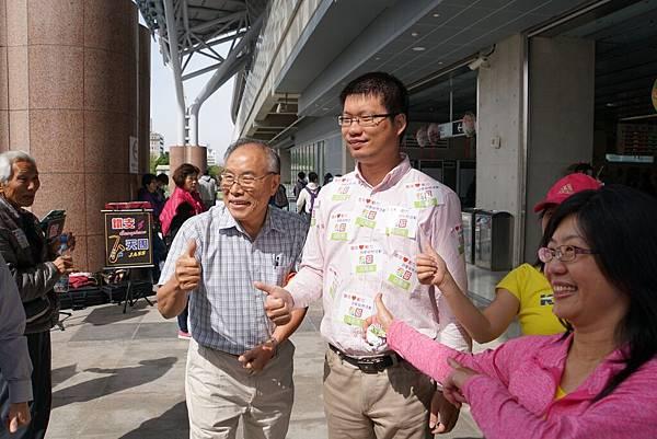 「青年心動力~民歌快閃」在新台中火車站 (4).jpg