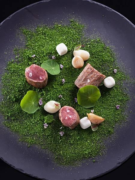 巴黎廳1930晚間套餐-小麥草羔羊菲力搭新鮮羊乳酪.jpg
