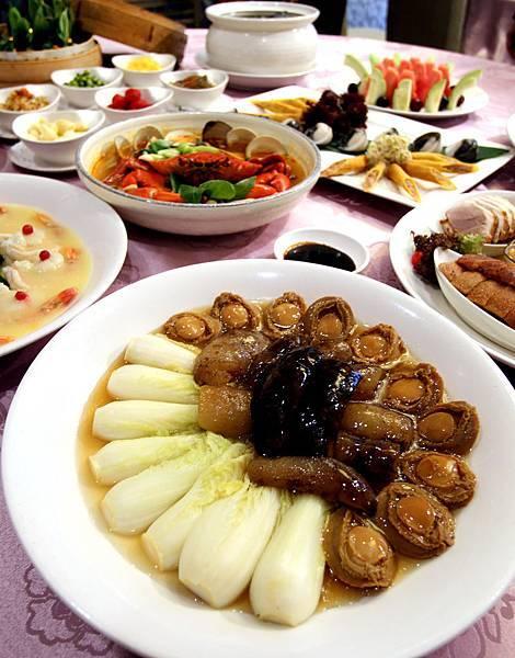 金龍餐廳10人桌菜.jpg