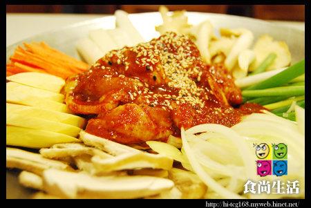 全韓烤肉店 (4)辣味雞腿鍋 550元.jpg
