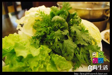 小肥牛蒙古鍋 -山茼嵩(80元)和其他青菜.JPG
