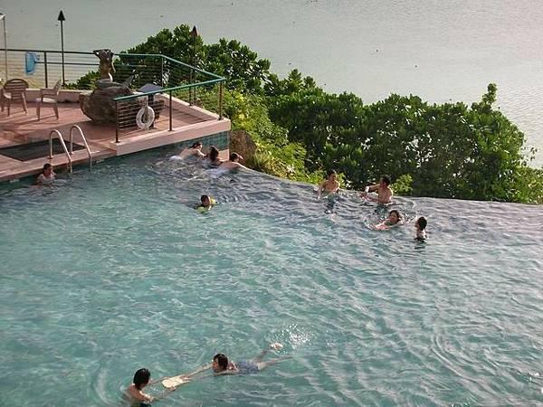 Guam Reef的海天一線泳池